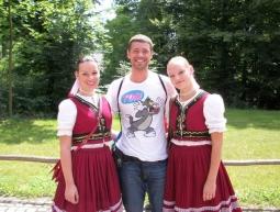Con dos chicas