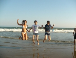 Alexia, Mai, Rrumi, jump in the ocean